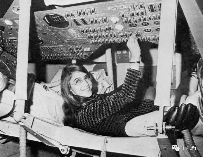 1969年,玛格丽特在调试阿波罗飞船的软件