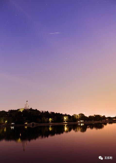 2017年4月8日,北海公园上空两颗铱星闪光